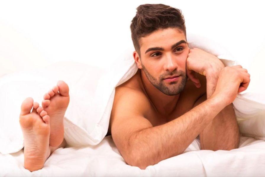 Парень в постели