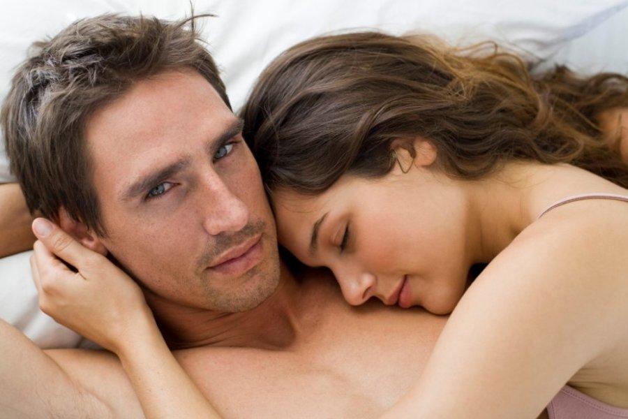 Мужчина с девушкой